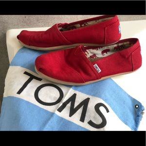 TOMS Red Classic Slip on Size: W 8.5